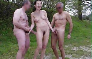 Dos hetero follado por gay milfs supercalientes jugando con leggings mojados