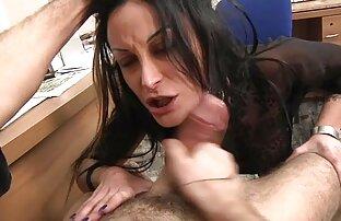 Chica boobed cojiendo a gay grande facializada